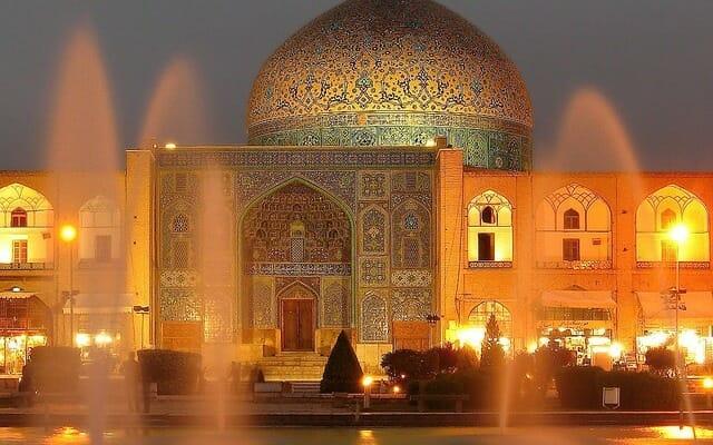Sheykh Lotfollah Mosque - Naqsh-s Jahan Square - Isfahan - Express Persia Iran Tour Highlight